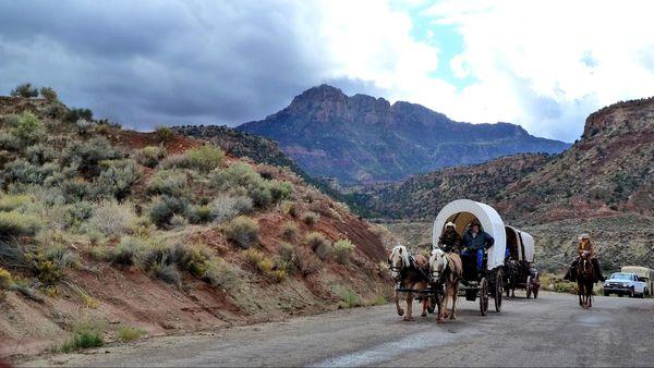 Route UT-9 près de Rockville, durant un festival western Utah