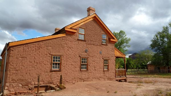 Maison Russell Grafton Ghost Town