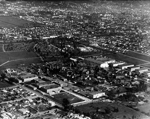 Vue aérienne de Hollywood et ses studios en 1922