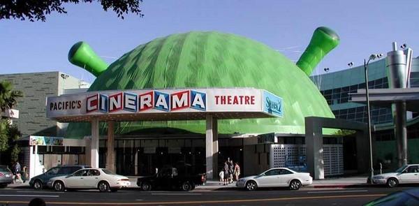 Cinerama Dome lors de la sortie de Shrek 2