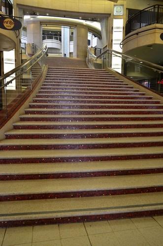 Le grand escalier du Dolby Theatre sur Hollywood Boulevard