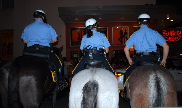 Présence policière dans le quartier français de La Nouvelle Orléans Louisiane