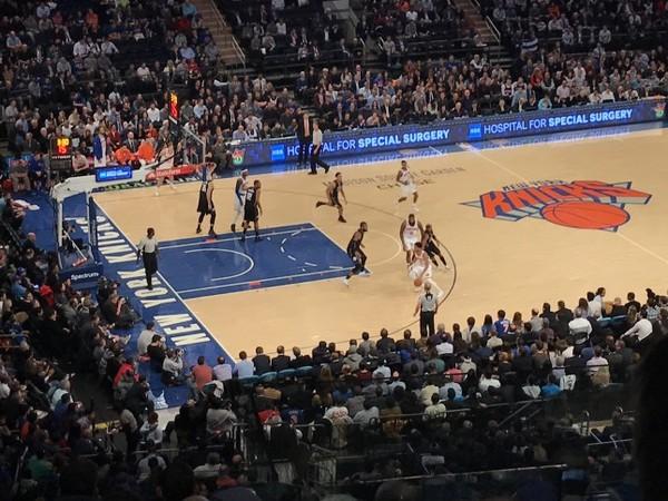 Pendant le match NBA des New York Knicks contre les Milwaukee Bucks au Madison Square Garden