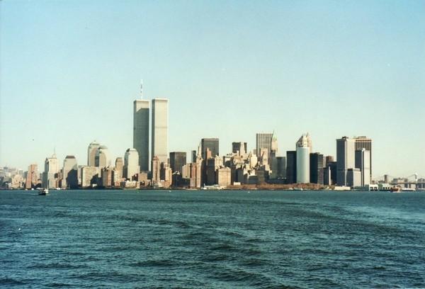 Lower Manhattan, avec en son coeur les Twin Towers du World Trade Center (1996)