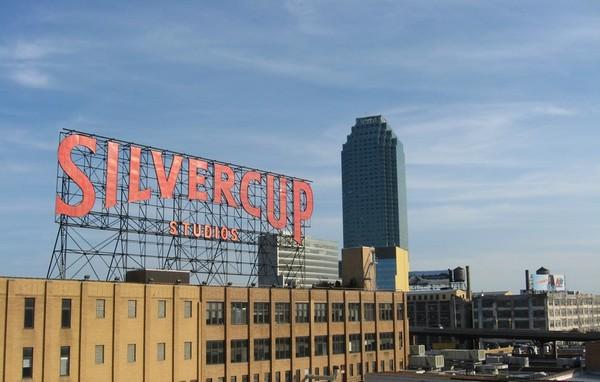 Silvercup Studios depuis le Queensboro Bridge