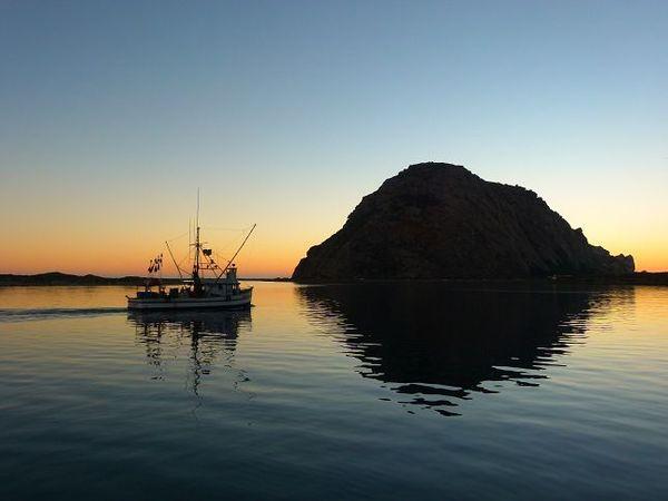 Morro Rock au sunset Californie