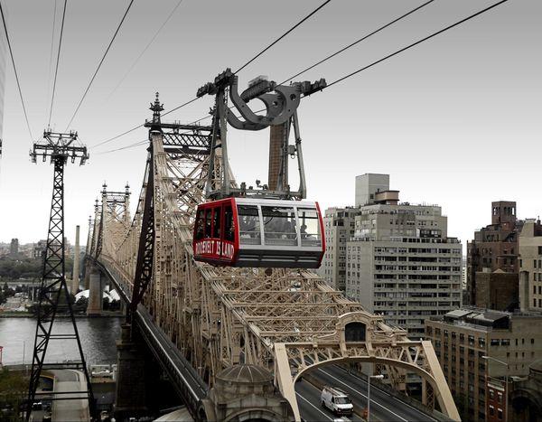 Queensboro Bridge et téléphérique de Roosevelt Island New York