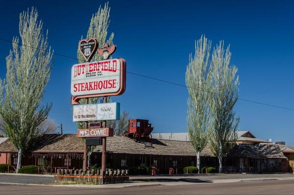 Enseigne restaurant Butterfield Steakhouse Holbrook Route 66 Arizona