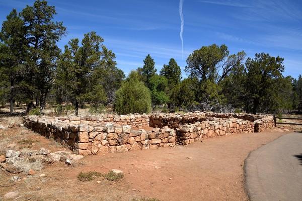 Vestiges d'un village Pueblo Walnut Canyon National Monument Arizona