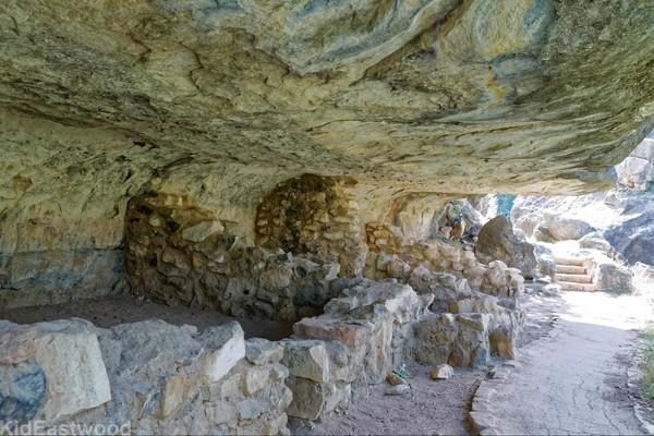 habitations indiennes Sinagua Island Trail Walnut Canyon National Monument Arizona