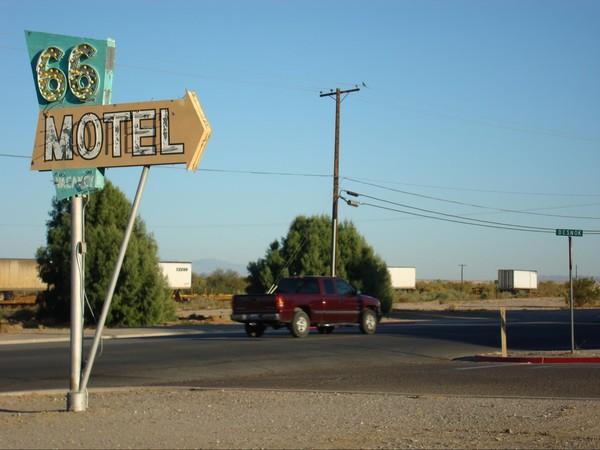 Enseigne Néons 66 Motel Needles Route 66 Californie