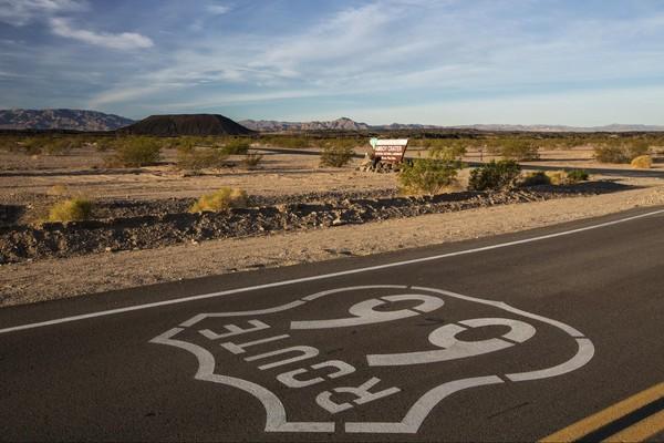 Route d'accès Cratère de Amboy Route 66 Californie
