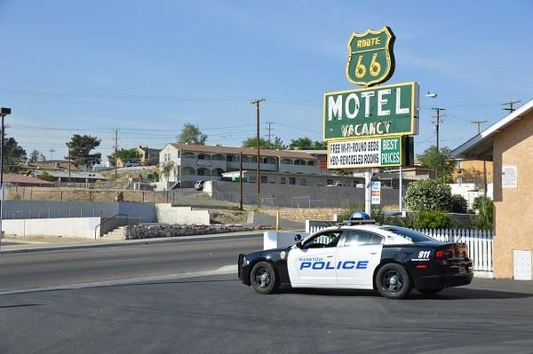 Enseigne Route 66 Motel Barstow Californie