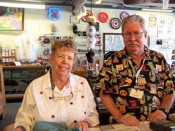 Doroty & Larry, bénévoles Route 66 Museum de Victorville Californie