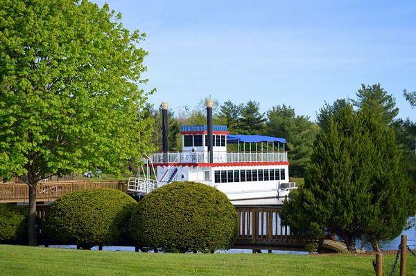 bateau à aubes du Magnuson Grand Hotel au sud de Waggoner Illinois