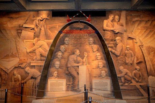 Etapes de la construction de la Gateway Arch St Louis Missouri