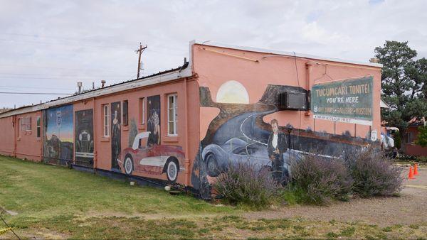 Un mur peint dans la cour du motel Blue Swallow Motel Tucumcari Route 66 Nouveau-Mexique