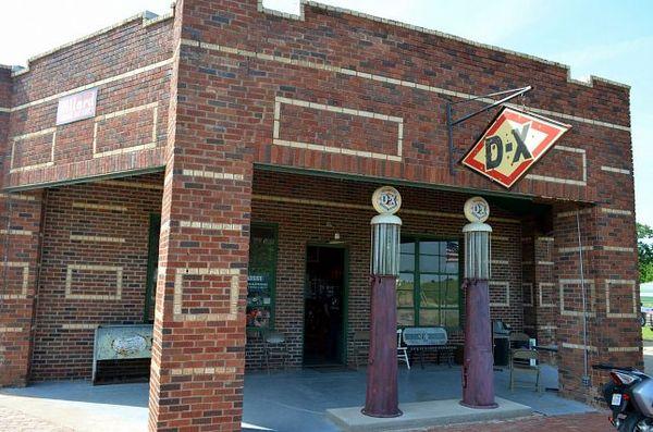 Ancienne station essence devenu musée de la moto Warwick Route 66 Oklahoma