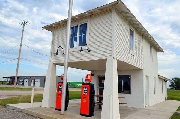 Lucille Hamon station essence Hydro Route 66 Oklahoma