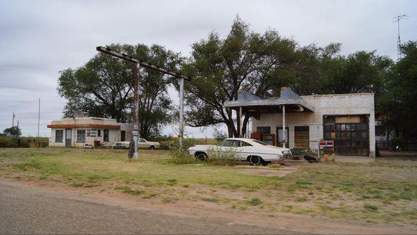 Little Juarez Café et sa station service Glenrio Route 66 Texas