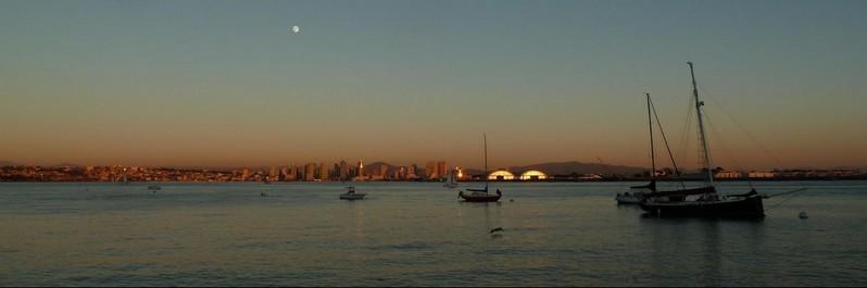 Downtown San Diego au sunset depuis le Shoreline Park