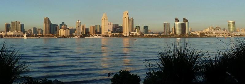 Downtown San Diego depuis le Ferry Landing Marketplace