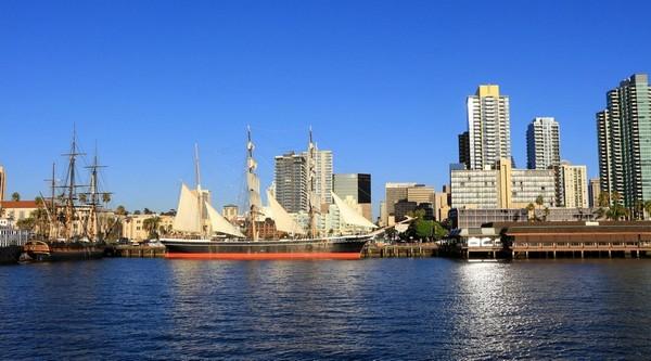 Le musée maritime vu depuis la baie San Diego