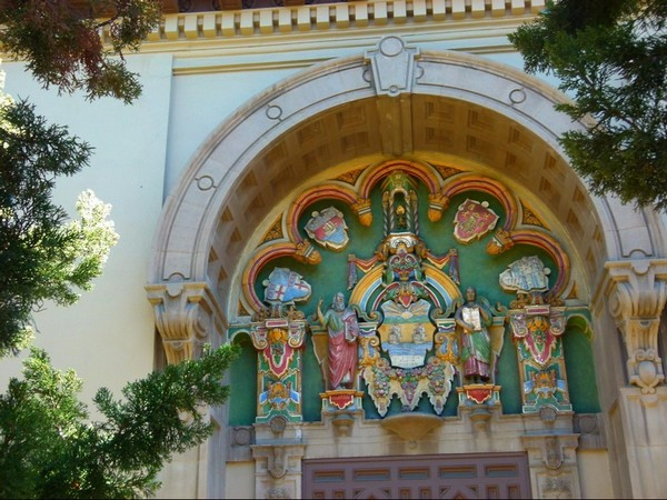 Détail de la façade de la bibliothèque de Santa Barbara