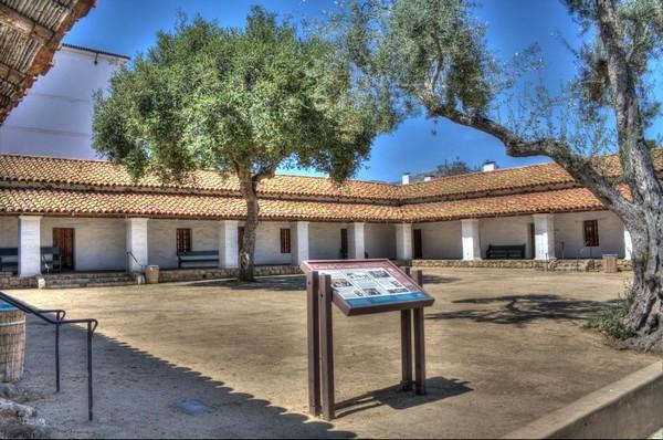 Casa de la Guerra Santa Barbara