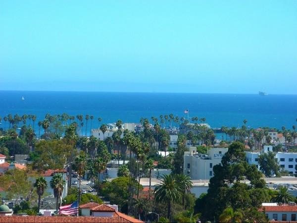 Superbe vue depuis le sommet de la tour Santa Barbara Courthouse