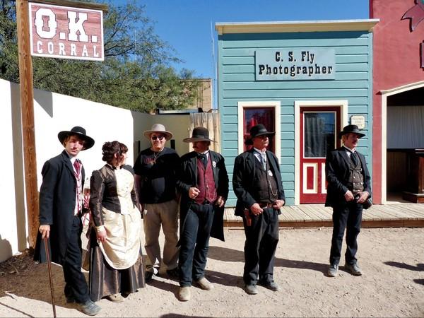Séance photos avec les acteurs Gunfight reenactment OK Corral Tombstone Arizona