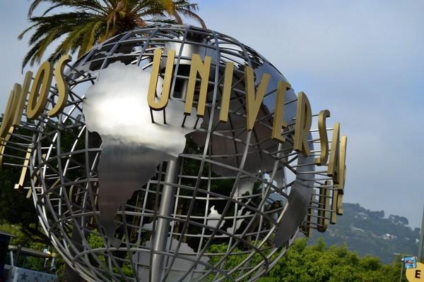 Le célèbre globe terrestre trône à l'entrée des studios Universal